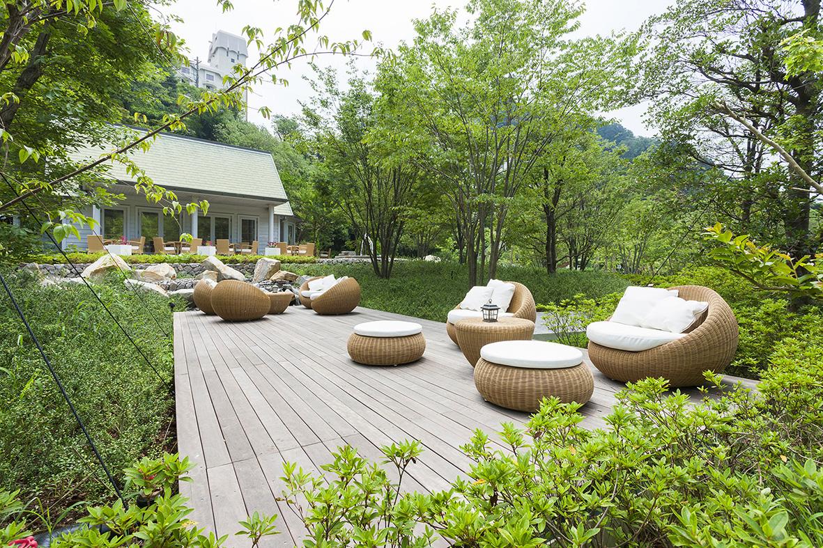 焼津グランドホテル「森のテラス&カフェ」、小学生以下のお子様とご家族に無料開放します。